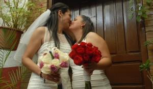 boda-lesbianas-Beso