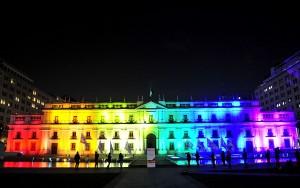 Se ilumina el Palacio de la Moneda con motivo del dia contra la homofobia