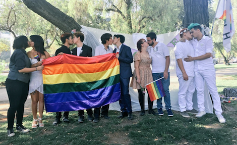 Matrimonio Simbolico Chile : Con picnics y matrimonios simbólicos celebran el día del amor en